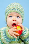 Young Kid is eating a Apple with a Smile — Stock Photo