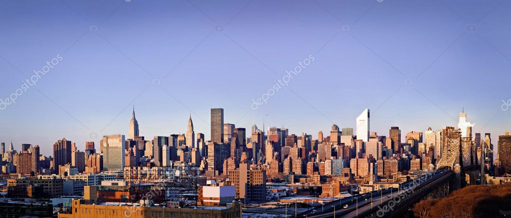 New-York city panorama taken from Queens on sunrise — Photo #4735519