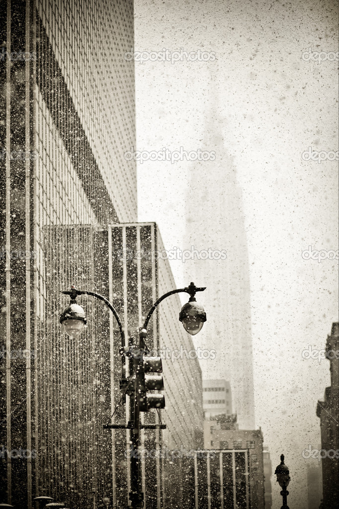 Old-fashioned stylization of silhouette of Empire State building in blizzard — Stock Photo #4791649