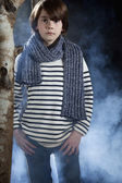 Boy wearing scarf, Cooler Junge — Stock Photo