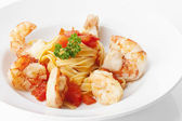 King Prawn with Pasta, Garnelen und Tagliatelle-Nest — Stock Photo
