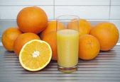 Oranges with juice — Stock Photo