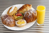 Pastry and juice — Stock Photo