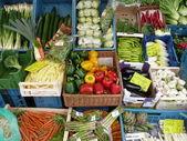 Obst und Gemüse in Kisten — Fotografia Stock