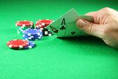 扑克-扑克筹码的王牌一对 — 图库照片