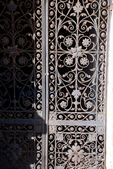Antica porta in acciaio — Foto Stock