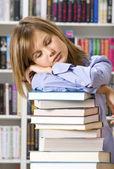 Studente nella libreria — Foto Stock