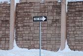 Segno di strada a senso unico — Foto Stock