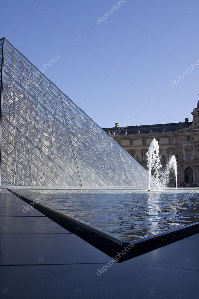 Fountain in front of the Louvre — Stock Photo #4919320