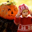 Foto Stock: Kid and Helloween Pumpkin