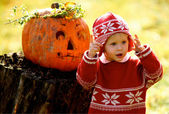 Kid and Helloween Pumpkin — Stockfoto