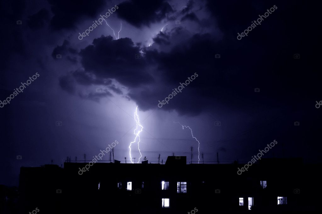 Lightning struck an apartment house. Dry thunderstorm at night. — Stock Photo #5228120