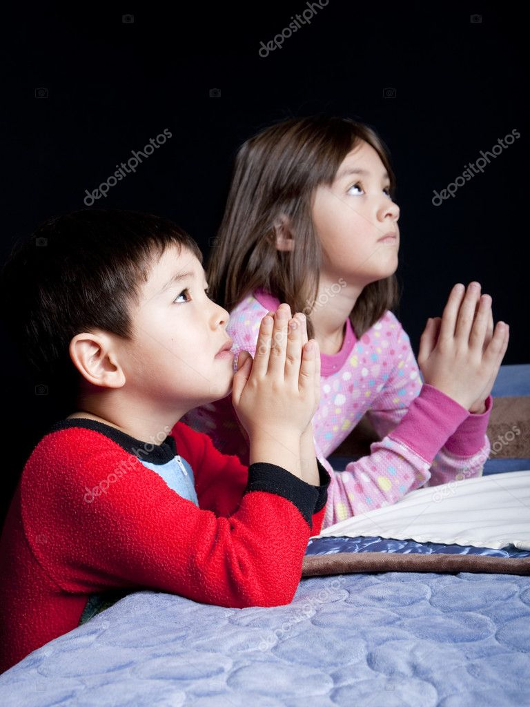 A brother and sister say their prayers just before bedtime. — Stock Photo #4878146