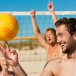 Man playing beach volleyball — Stock Photo
