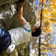 Man climbing a rock short — Stockfoto
