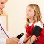 Doctora medición sangre — Foto de Stock