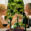 Foto Stock: Mature couple eating romantic