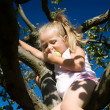 A little girl picking an apple - Foto Stock