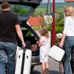 viajar de carro para suas férias de família — Foto Stock