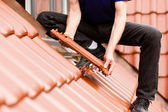 Roofing - construction worker — Stock Photo