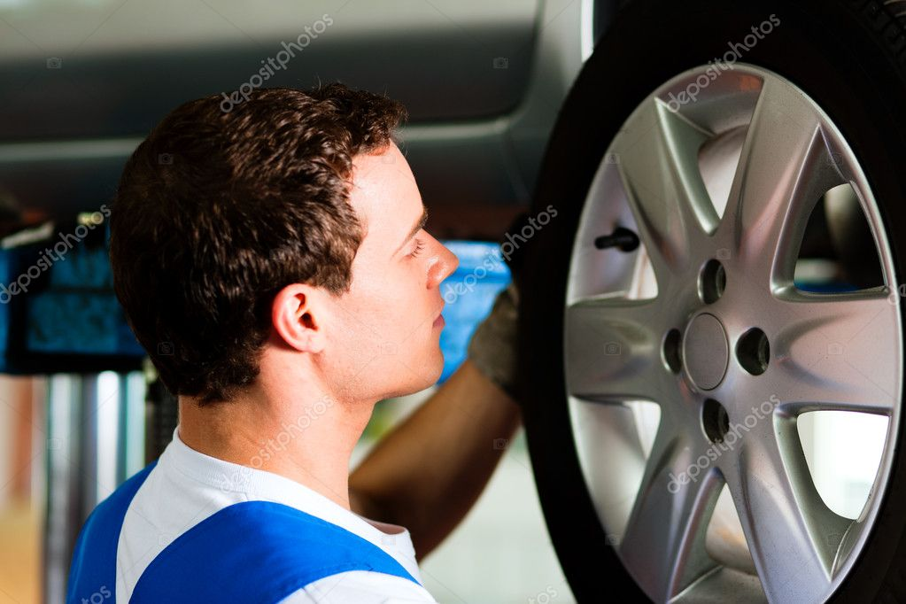 Changing tires or rims  — Stock Photo #5023345