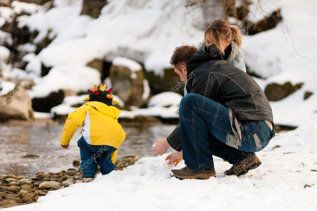 Seen - on a walk along a riverbank in winter — Stock Photo #5024503