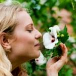 Bahçe işi yapan kadın — Stok fotoğraf #5050531