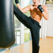 Kickboxer kicking - Stockfoto