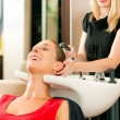 Woman at the hairdresser - Foto Stock