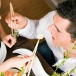 Couple eating sushi for dinner — Stock Photo