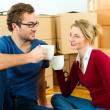 Young couple moving in new — Stock Photo