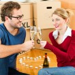 Young couple moving in new — Stock Photo #5052137
