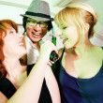 Having a karaoke party — Stock Photo