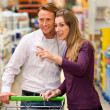 Couple in a supermarket — Stock Photo