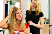 Woman at the hairdresser — Fotografia Stock