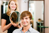 Man at the hairdresser, she has — Stock Photo