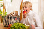 Woman with groceries she just — Stock Photo