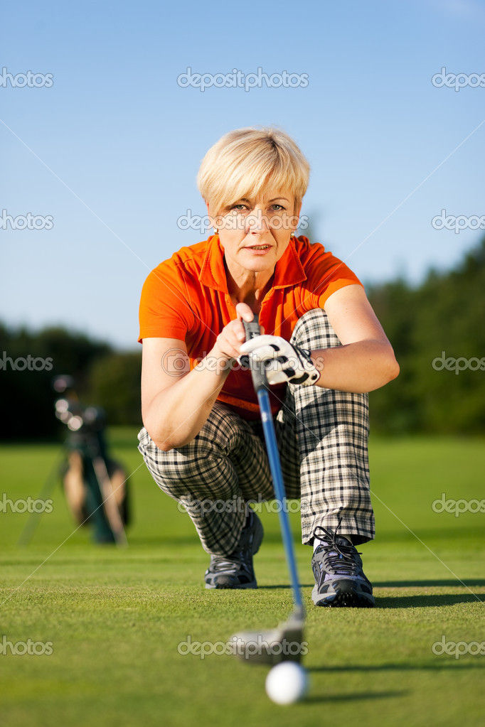 Looking and aiming for the hole  — Stock Photo #5050626