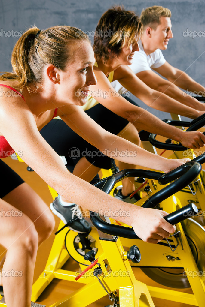 Bicycles in a gym or fitness club for a workout — Stock Photo #5051195