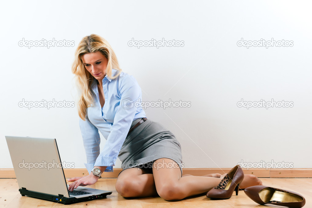 Home with her laptop on the floor and makes a phone call   Stock Photo #5051964