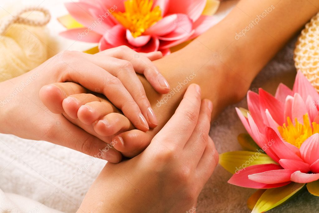 Massage in a spa setting (close up on feet)  — Stock Photo #5056945