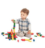 Little boy building the tower with bricks — Stock Photo