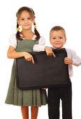 Petite écolière et petit garçon avec tableau vide — Photo