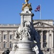 Queen Victoria memorial near Buckingham Palace — Stock Photo