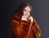 Kadın portre giyiyor — Stok fotoğraf