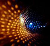 Close-up van een mirrorball op een witte achtergrond — Stockfoto