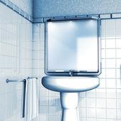 Bathroom mirror and sink — Stock fotografie
