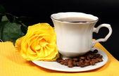 Кофе и желтая роза — Stock Photo