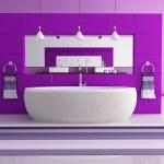 Purple contemporary bathroom — Stock Photo
