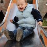 Kleiner Junge auf der Rutsche — Stock Photo #4961111
